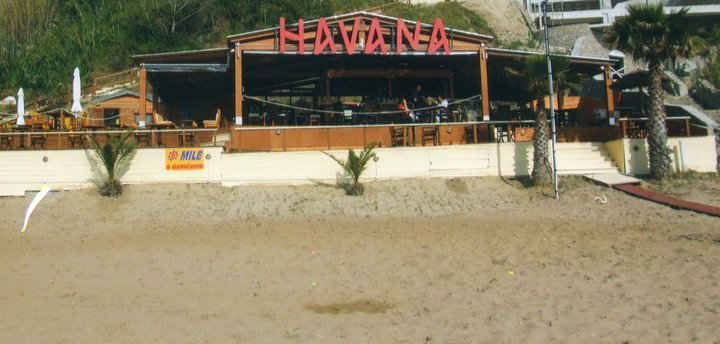 Havana beach bar